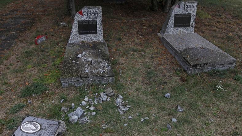 Zniszczony cmentarz żołnierzy radzieckich w Milejczycach na Podlasiu