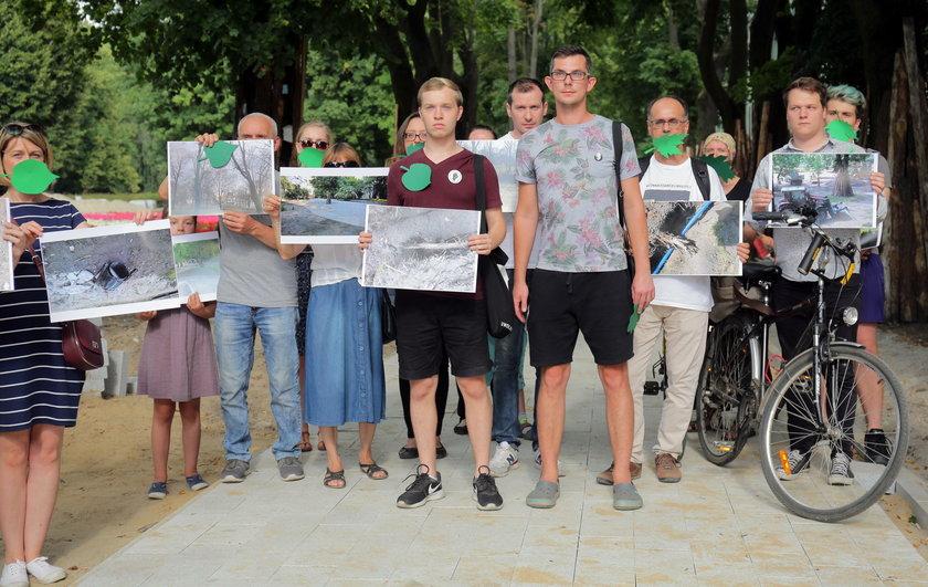 Protest w obronie parków.