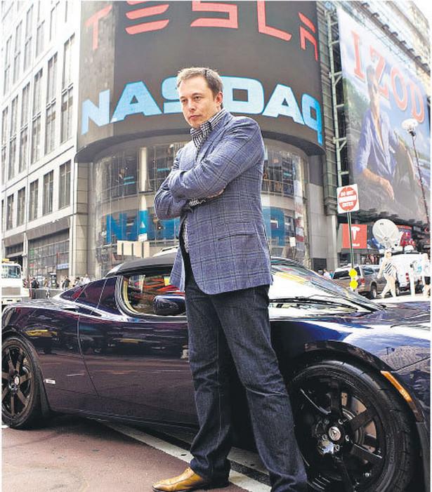 Elon Musk chce obniżyć ceny horrendalnie drogich elektrycznych aut. Jeżeli mu się to uda, zbije fortunę Fot. Bloomberg