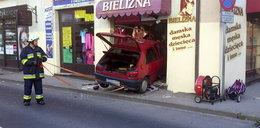 Kierowca dostał zawału i wjechał do sklepu