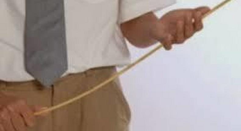 Six elderly drunks receive 120 strokes of cane for improper conduct