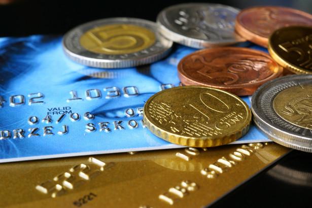 Karty kredytowe i monety.