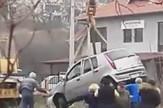 Auto vade iz kanala u Mladenovcu