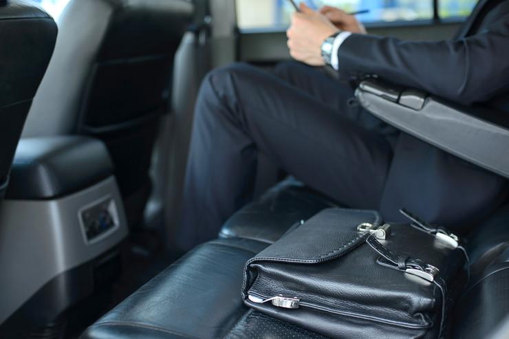 biznis poslovni auto shutterstock 192200390