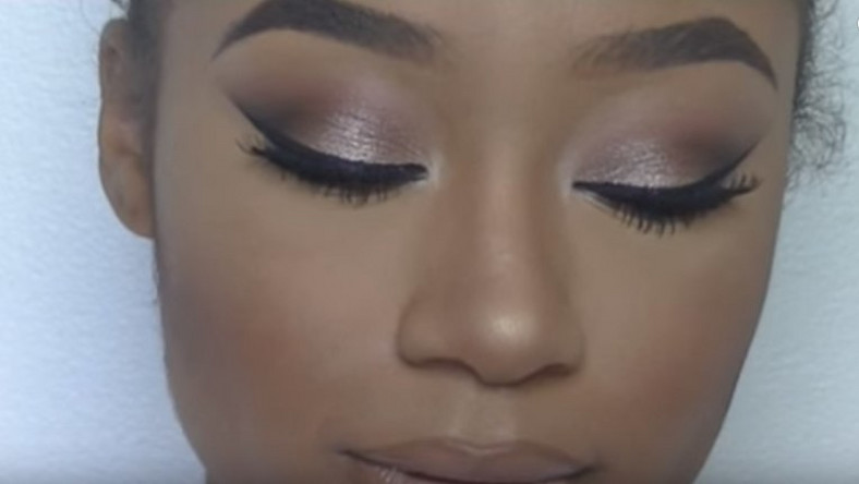 Bronze smokey eye makeup look
