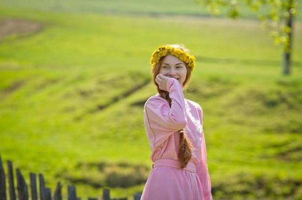Kadr z filmu Niebiańskie żony Łąkowych Maryjczyków