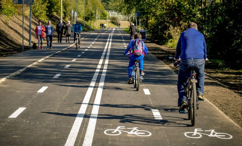 Górnośląsko-Zagłębiowska Metropolia przygotowała projekt tzw. velostrad. Szybkie trasy rowerowe mają połączyć miasta aglomeracji. Obecnie w województwie śląskim Jaworzno i Jastrzębie Zdrój mają swoje velostrady