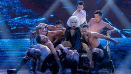 """""""Twoja Twarz Brzmi Znajomo"""": Mateusz Banasiuk jako kontrowersyjna Lady Gaga! Co za przemiana!"""