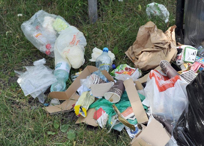 Zakrzówek tonie w śmieciach