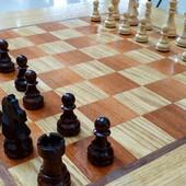KRVAVA SVAĐA U MLADENOVCU Tokom partije šaha rivalu FIGUROM ISKOPAO OKO