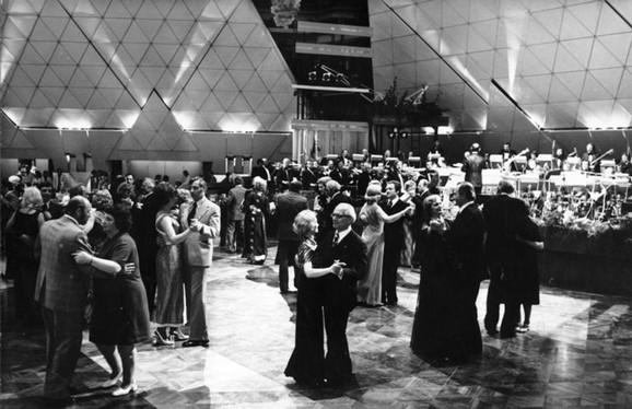 Erih i Margo Honeker plešu na otvaranju Palate Republika 1976. godine