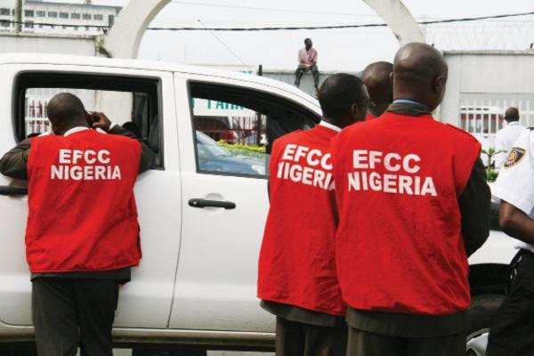 Operatives of the EFCC.