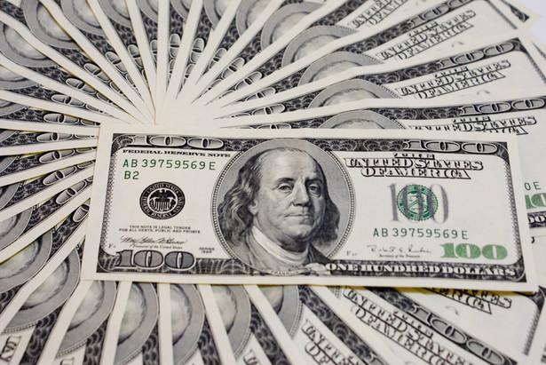 Od 3 lipca dolar w stosunku do złotego umocnił się o 4,1 proc., a w ciągu ostatnich 3 miesięcy o 8,3 proc.