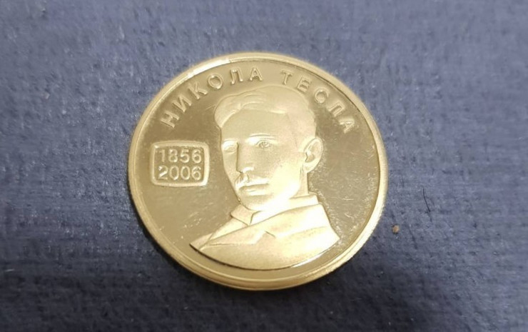 zlatnik Tesla