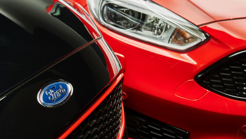 Ogromnie Ford Focus Red/Black Edition: gra w kolory GA85