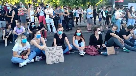 Deo protestanata danima unazad nezadovoljstvo izdražava sedenjem