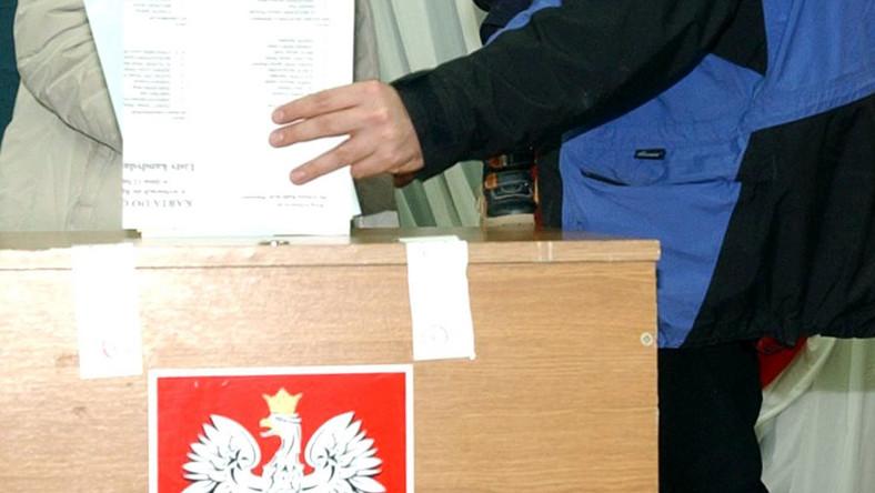 Ostemplowano karty do głosowania niezgodnie z prawem