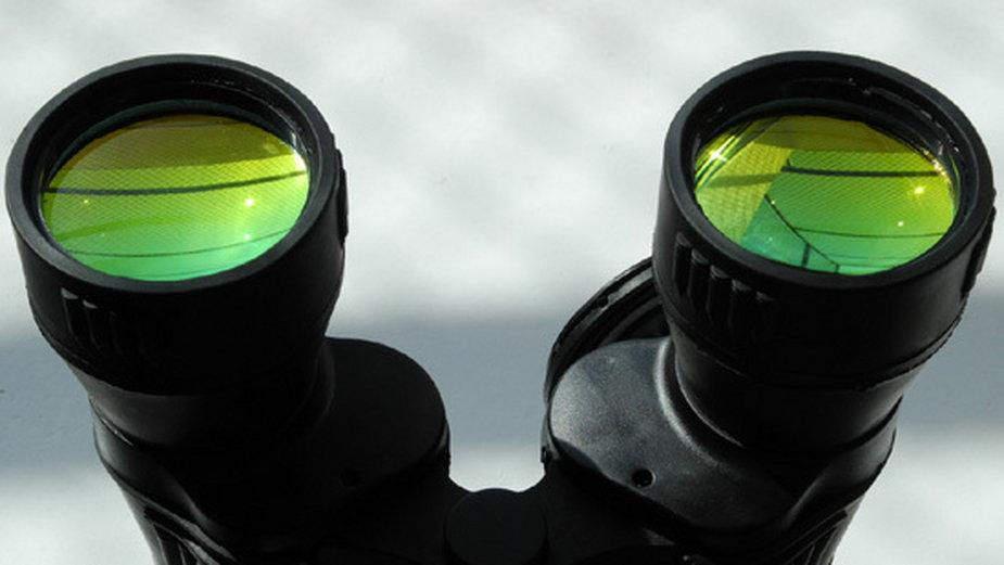 Bardzo intensywne powłoki na obiektywach zwiastują złe osiągi w dziedzinie transmisji światła i poprawnego oddania kolorów