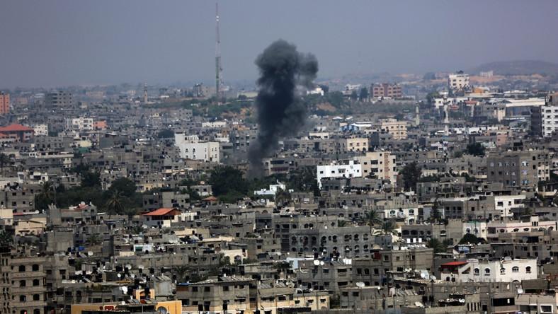 Dym po ostrzale Strefy Gazy