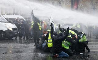 Francja: Podczas protestów 'żółtych kamizelek' zatrzymano ponad 260 manifestantów