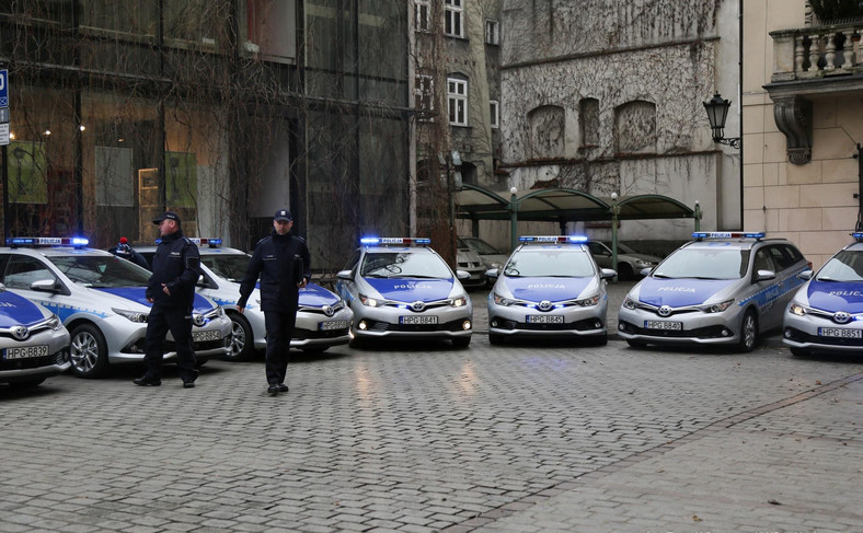 Krakowska policja ma 20 nowych radiowozów hybrydowych