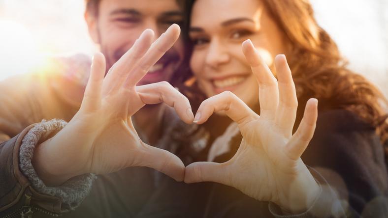 """""""Jak dobrze się kochać"""" to cykl rozmów z psychoterapeutami, psychologami i seksuologami o tym jak budować udany związek"""