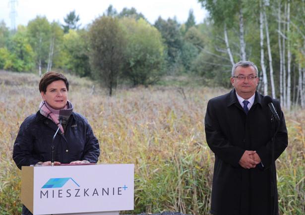 Premier Beata Szydło oraz minister infrastruktury i budownictwa Andrzej Adamczyk