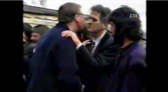 Tomislav Nikolić polaže zakletvu 1993: Vojislav Šešelj čestita novom