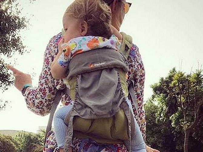 Mislila je da ceo park gleda u nju i ćerku jer su preslatke: A pojma nije imala ŠTA JOJ SE DEŠAVA IZA LEĐA