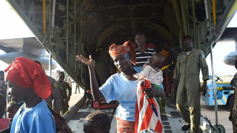 Minister receives 131 Nigerian refugees from Cameroon  [Twitter/@NigAirForce]