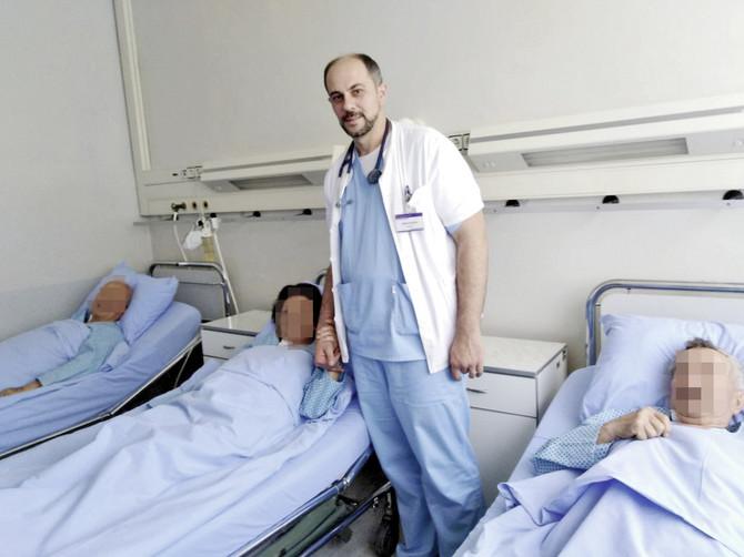 Dve dame, koje su bile među našim prvim pacijentima, pre operacije nisu mogle da hodaju, a danas vode normalan život, kaže dr Darko Boljević