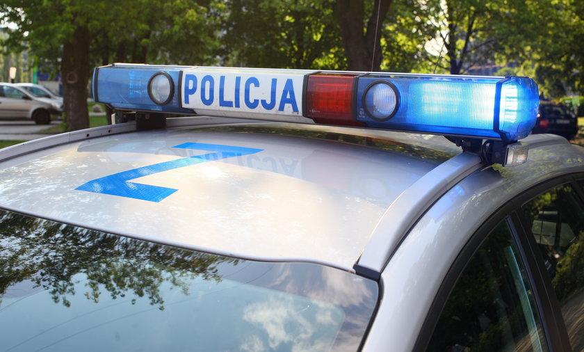 Policja wyważyła drzwi do mieszkania 51-latka podejrzanego o prowadzenie pod wpływem alkoholu.