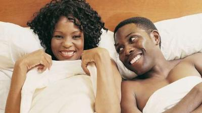 4 reasons why couples should sleep naked