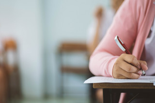 Pechowy egzamin maturalny w czasach pandemii: Oblał go co czwarty uczeń. Dlaczego?