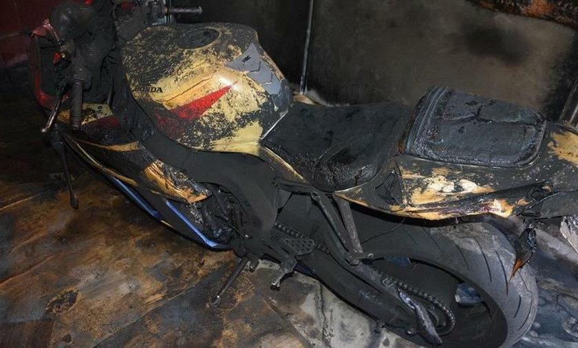 Razem z garażem spłonął motocykl