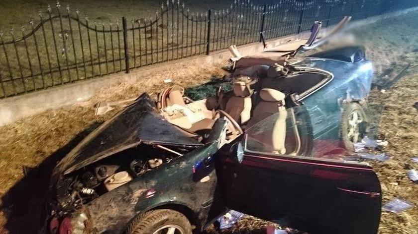 Czołowe zderzenie pod Nowym Sączem. Nie żyje kobieta, dwie osoby ranne