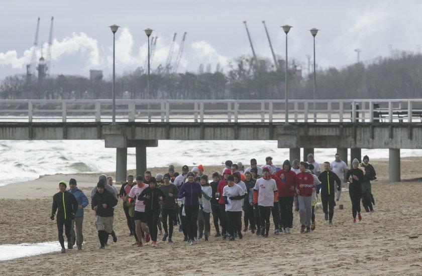 Uczestnicy Run Beach Morning