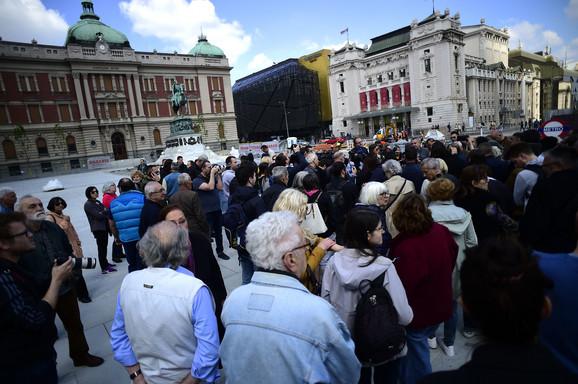 Okupljeni na Trgu republike