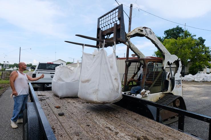 Uragan Beri EPA - DAN ANDERSON