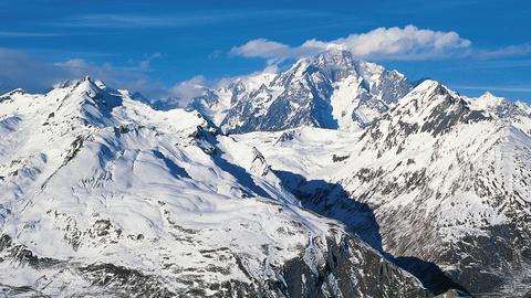 Mont Blanc- najwyższy szczyt Alp i najwyższy szczyt Europy