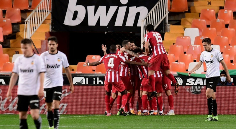 Atletico beat Valencia to move level with leaders Sociedad