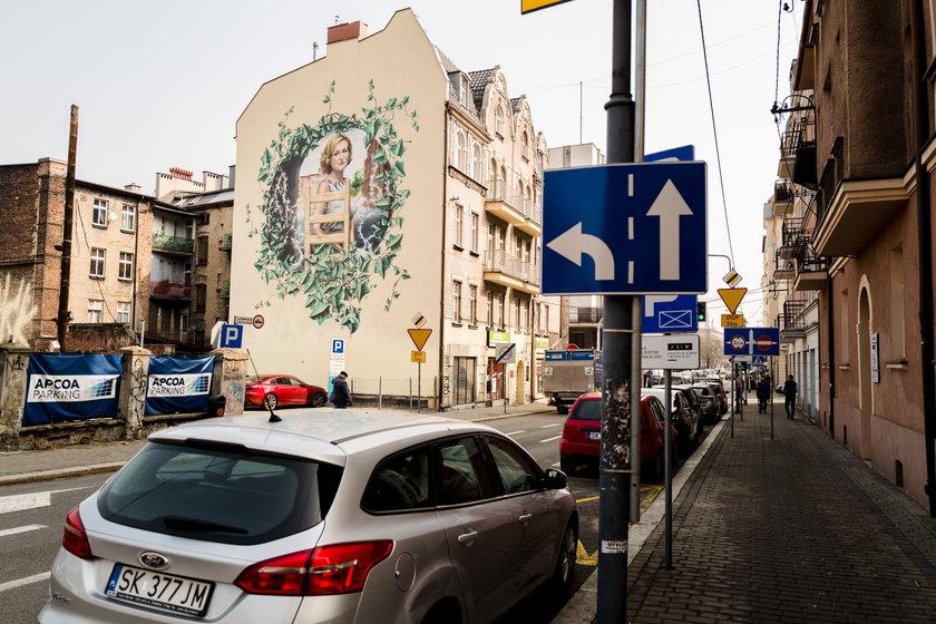 Mural z Krystyną Bochenek (†57l.)