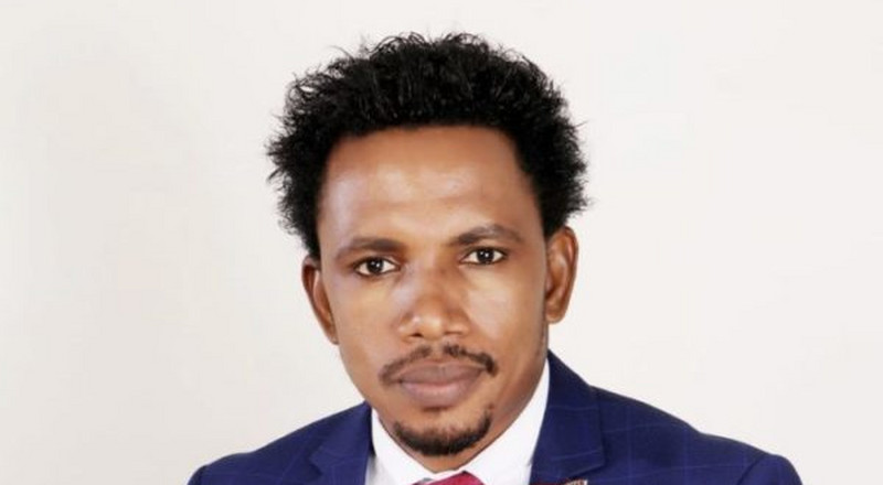 This video of Sen Elisha Abbo distributing drinks tells you all you need to know about the Nigerian politician [Opinion]