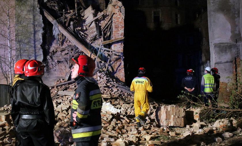 Zawaliła się kamienica przy ul. Wólczańskiej w Łodzi. Gruzowisko przeszukała straż pożarna