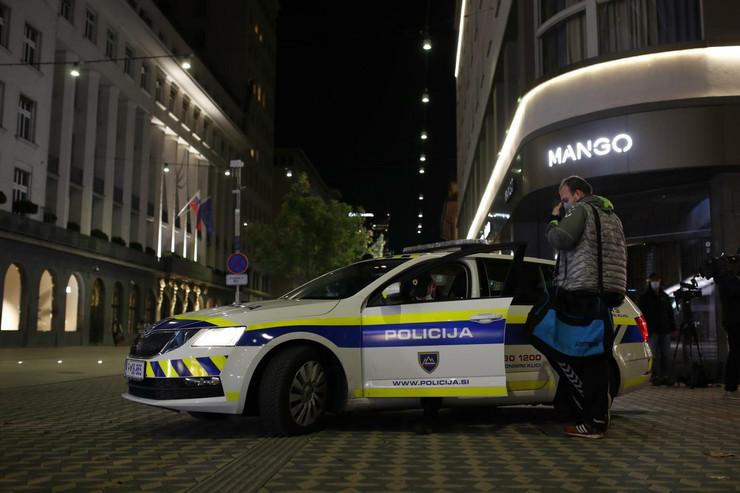 Slovenija policija pokrivalica