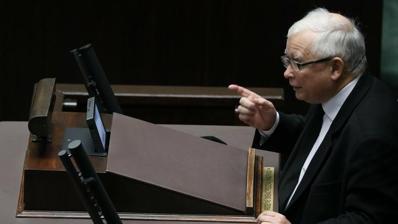 Jarosław Kaczyński na mównicy sejmowej