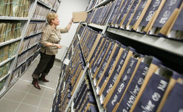 Wśród umieszczonych w inwentarzu IPN opisów archiwaliów znalazły się również informacje dotyczące odnalezionej kilka lat temu we Włochach koło Warszawy kartoteki Armii Krajowej, przekazanej w marcu br. do Archiwum IPN