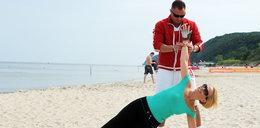 51-letnia Jurksztowicz schudła 5 kilo. Zobacz, jak ćwiczy na plaży