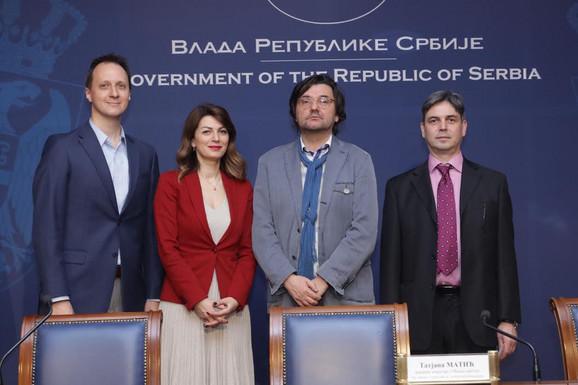 Novica Antić (u sredini)