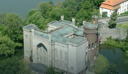 Zamek w Kórniku z nową elewacją frontową
